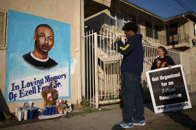 460895014-activists-look-at-a-mural-of-ezell-ford-a-25-year-old.jpg.CROP.rtstoryvar-large